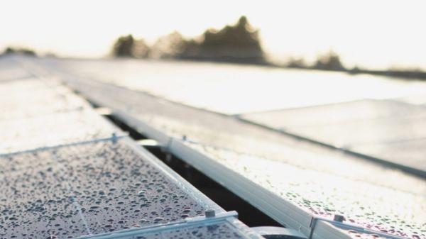 Illus. Lagercontainer med solceller og batteribank