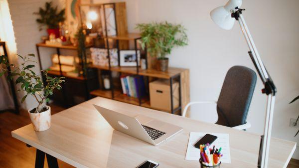 Illus. 5 tips til produkter som oppgraderer hjemmekontoret