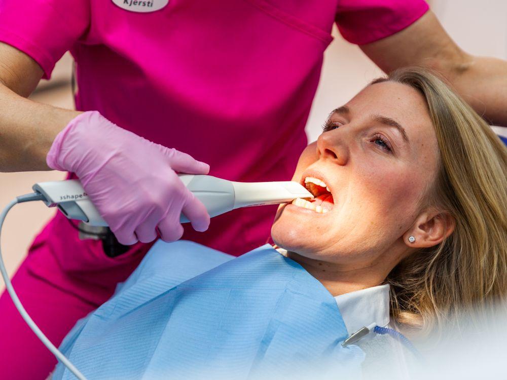 Dentist-tools-_-equipment-647724570_2123x1417.jpg