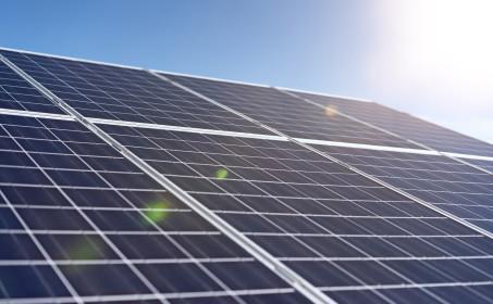 Illus. Solenergi og solpaneler på tak
