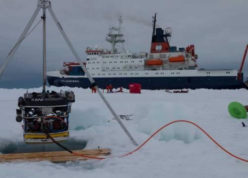 Illus: På oppdrag i Antarktis med V8 M500 ROV