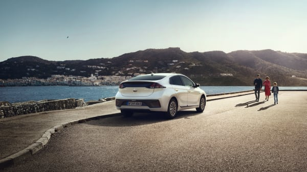 Illus. Spania tur-retur med Hyundai IONIQ