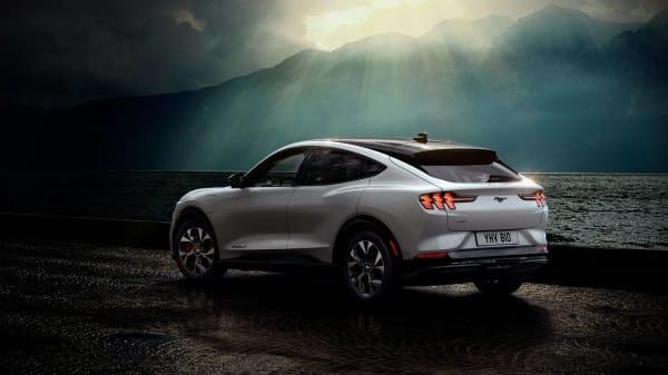 Illus. Nye Ford Mustang Mach-E. Et råskinn av en helelektrisk bil