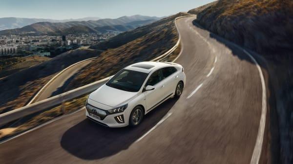 Illus. SPAR KR 35.900,- Hyundai IONIQ Electric Premium fra kun 299.900,-