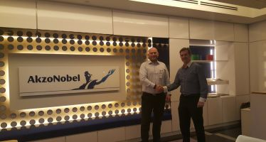 Illus. Valhall signs agreement with Akzo Nobel, International Paint