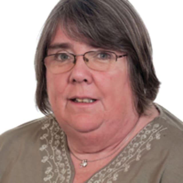 Head shot of Cllr Cath Ball