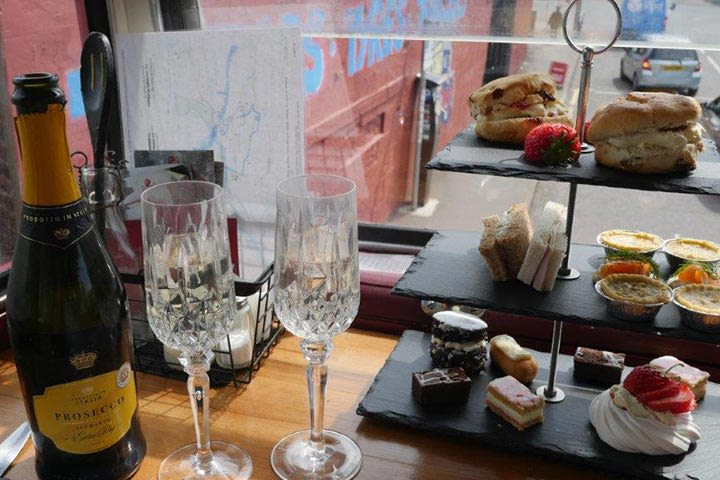 Visit to Edinburgh Castle with a Sparkling Afternoon Tea for Two