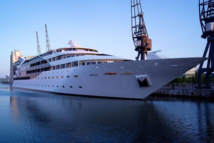 Executive Yacht Stay with Dinner and Wine on the Sunborn