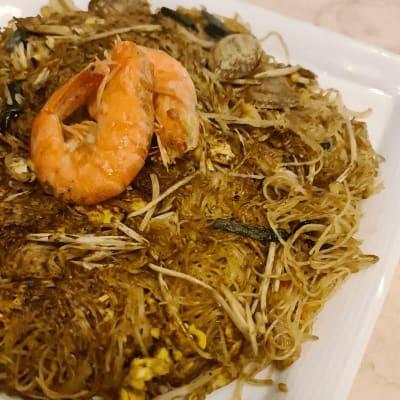 Seafood Chinchalok Fried Bee Hoon 煎加洛海鲜炒米粉