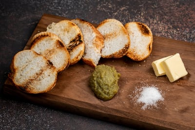 FRESH KAYA ON TOASTED BAGUETTE 烤面包咖椰