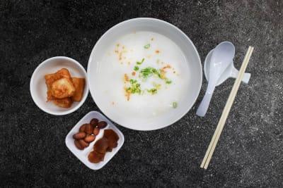 CHICKEN CONGEE & SQUID 'YOUTIAO' 香滑鸡粥配苏东油条