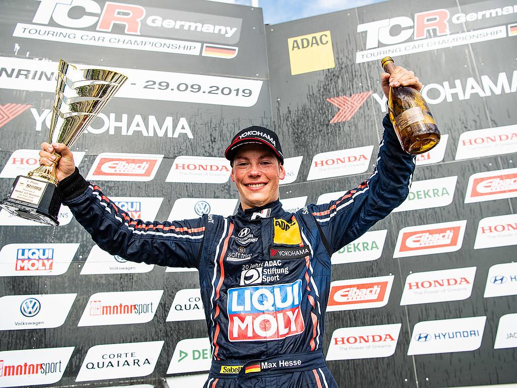 News aus der ADAC Stiftung Sport: Max Hesse ist nach einem Herzschlagfinale der neue Champion der ADAC TCR Germany