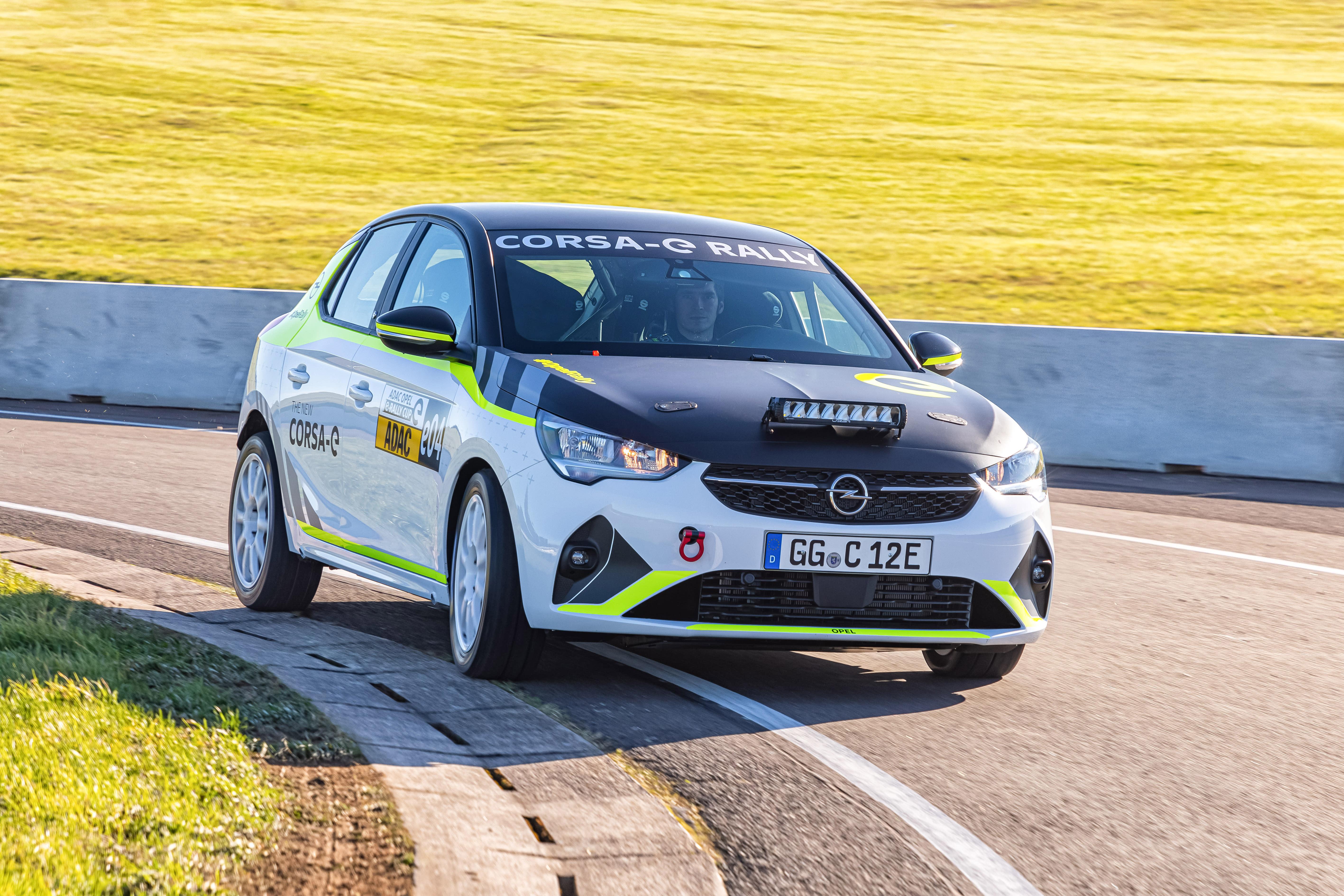 Erfolgreicher Test für den ADAC Opel e-Rally Cup