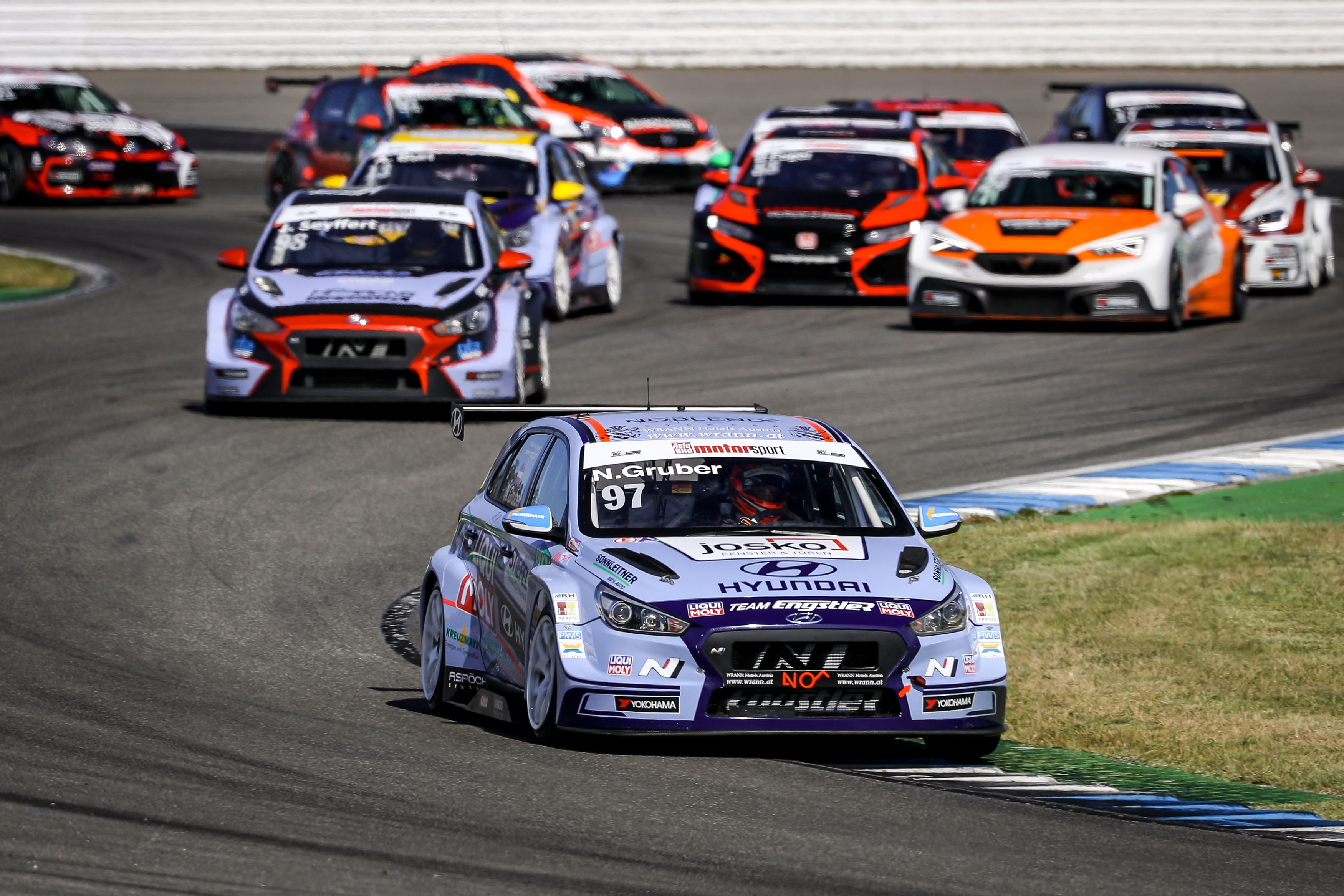 Hyundai Team Engstler mit vier Autos auf Titeljagd