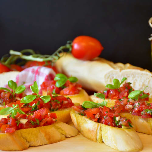 feine bruschetta aus olivenöl von xoxo und tomaten