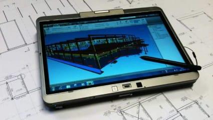 Bild på en surfplatta med VDC-programvara körandes.