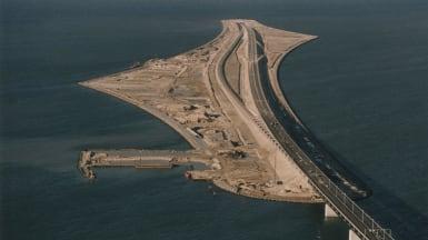 Flygfoto över konstgjorda ön Peberholm, där Öresundstunneln börjar i den norra änden.