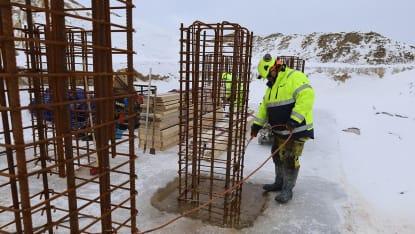Gjutning av fundament pågår till nya kraftledningsnät.