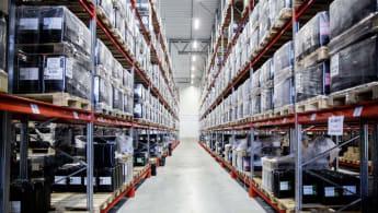 Bild inifrån ett logistikcenter, den här i Brunna.