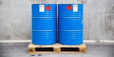 Två behållare för asfaltprimer Isoglasyr 11 P.