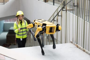 NCC:s nya robothund Nicci