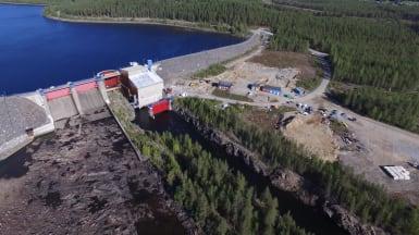 Flygbild över Rengård vattenkraftverk i Skellefteå.