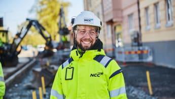 Bild på en glad NCC-medarbetare.