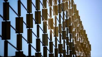Detaljbild på Kungliga Musikhögskolans fasad.