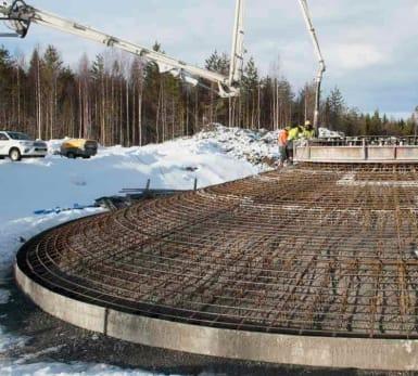 Bild på konstruktion av nya vindkraftverk i Markbygden, Piteå.