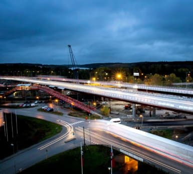 Bild på den nya bron över E4, Rotebro.