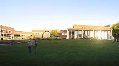 Illustration på Humanistens låglänta byggnad med pelare och stora fönster.