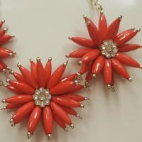 Collar rojo floral