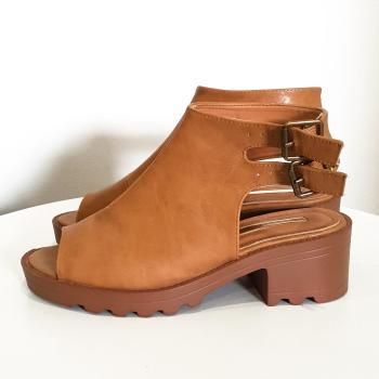 Zapato semiabierto, 37