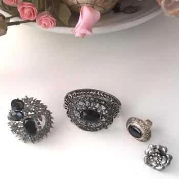 Lote: pulsera y 3 anillos