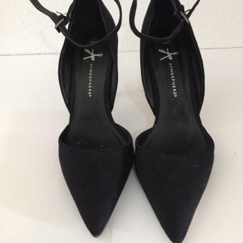 Zapatos de tacón negro