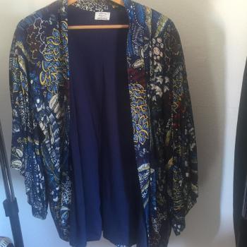 Kimono corto azul estampado