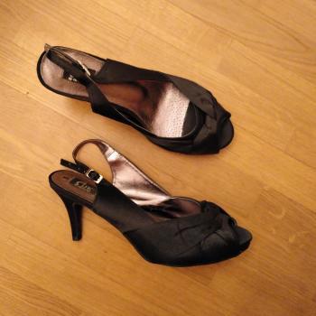 Zapato negro fiesta