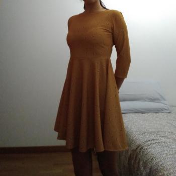 Vestido corto mostaza