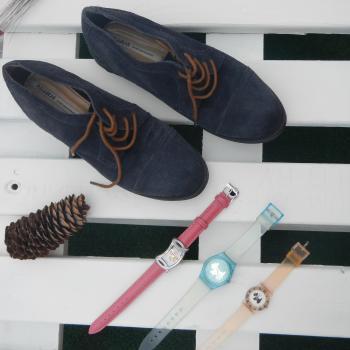 Zapatos azules boy con cordones marrones