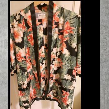 Chaqueta kimono tejido sedoso ribeteado print tropical