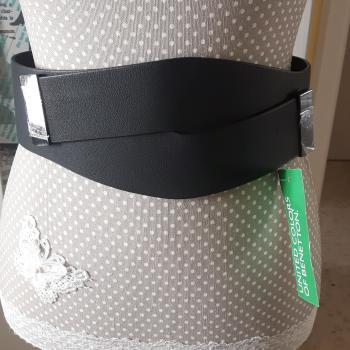 Cinturón con etiqueta Benetton