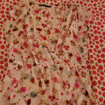 Camiseta floral semi transparente
