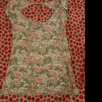 Camisa estampado floral detalle espalda