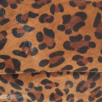 Bandolera negra con piel leopardo