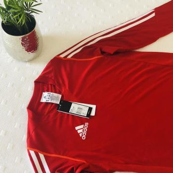 Camiseta Adidas manga larga.