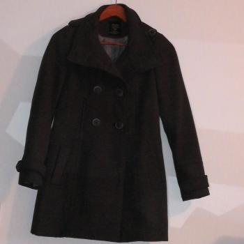 Abrigo gris de Zara trafaluc