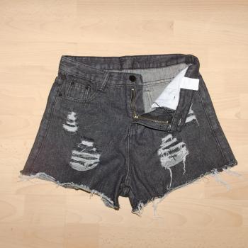 Short cintura alta negro roto