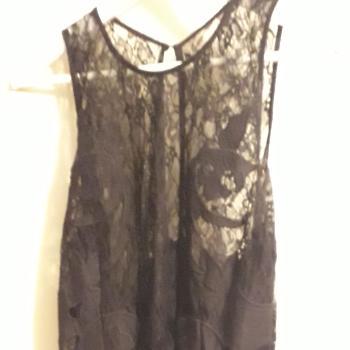 Vestido corto encaje negro