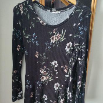Vestido flores y vestido negro lote