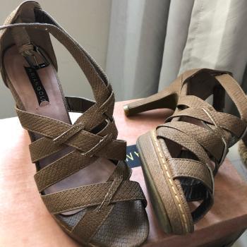 Sandalias tacón marrón